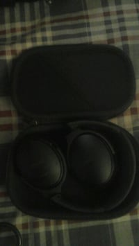 black and gray cordless headphones Calgary, T2G 5R1