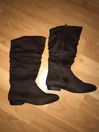 Pair of brown suede boots - never worn Mc Lean, 22102