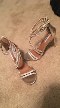 women's pair of silver Steve Madden peep-toe ankle strap pumps Martinsburg, 25401