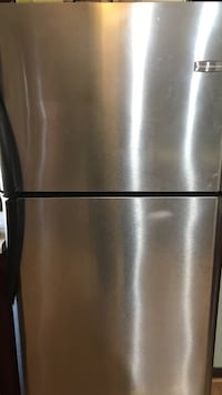 Refrigerator Frigidaire 31' wide 68.5 height 34' from wall