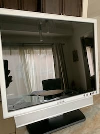 """Dell 19"""" with Sound bar"""