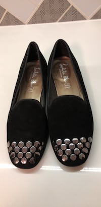 pair of black leather flats 40 km