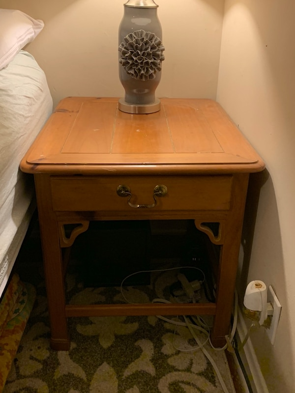 2x Nightstands