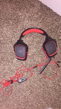black and red corded headset 3141 km