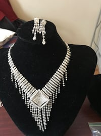 Black and white beaded necklace Toronto, M1P 5H4