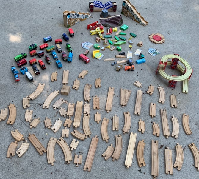 NEW LOW PRICE!! Thomas the Train Wooden Lot - 135+ Pcs d35c6d56-076e-43bc-a092-373061056bf9
