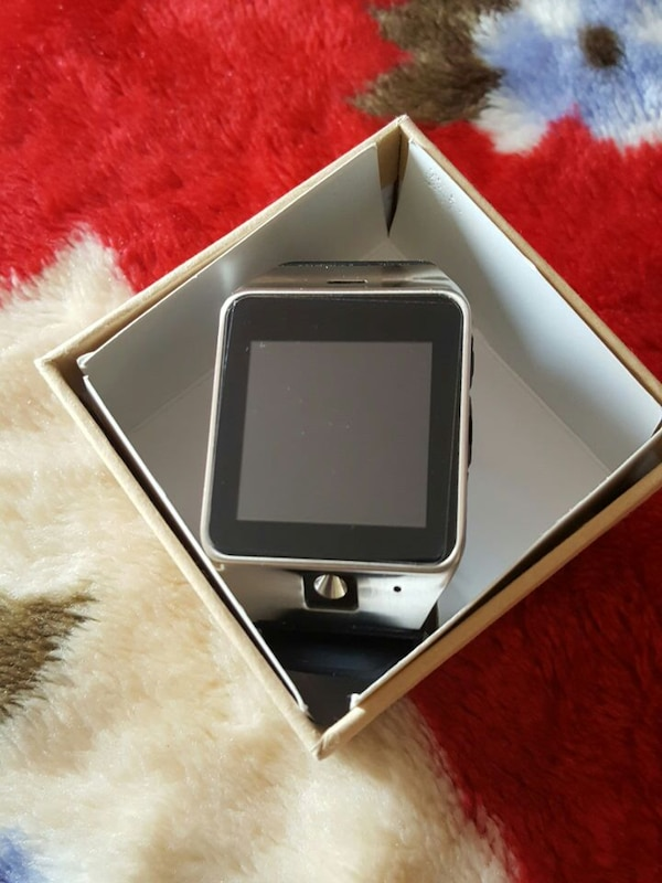 silver veezy gear s with black strap in box