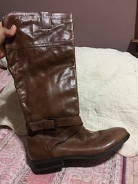 unpaired brown leather cowboy boot Chicago, 60608