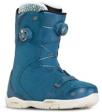 BARELY USED Women's size 6 snowboard boots