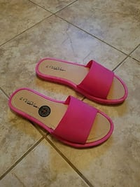 Womens hot pink sandals size 7/8 brand new Toms River, 08753