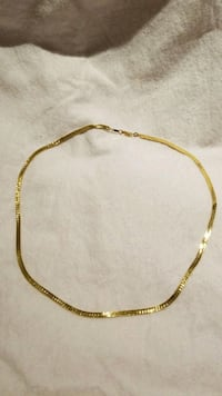 Gold toned chain necklace Takoma Park, 20912