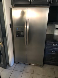stainless steel side-by-side refrigerator with dispenser Montréal, H3M 1X3