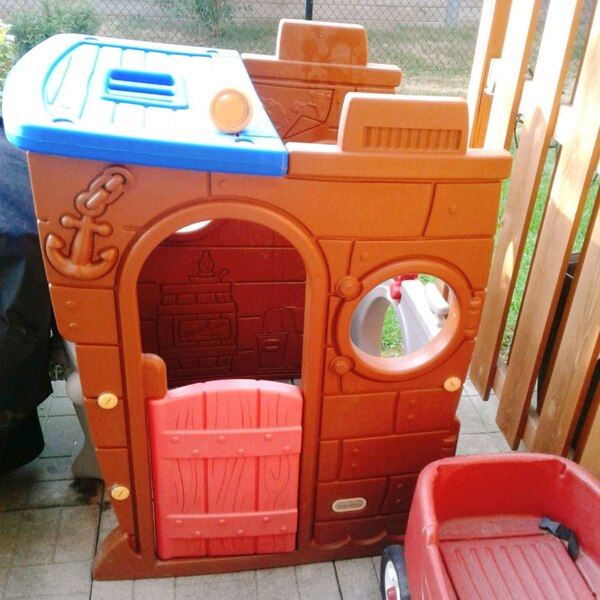 Used Little Tikes Outdoor Pirate House For In Toronto