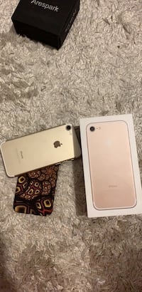 Rose gold iphone 7 with box Vancouver, V5X 2G8