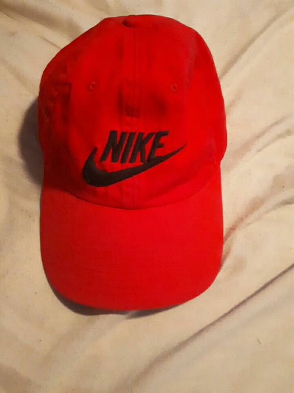 Used Red Nike hat for sale in Hamilton - letgo 53d62024a90