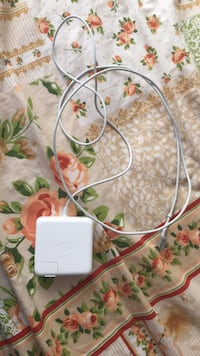 MacBook Pro charger MagSafe 1