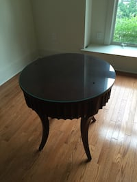 Beautiful occasional table made by Ethan Allen in very good condition. (Glass top missing). Marlton, 08053