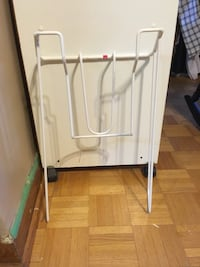 White and gray clothes rack/ ironing Montréal, H1M 2S3