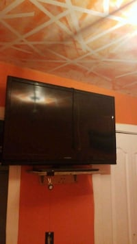 black flat screen TV with remote Calgary, T2T