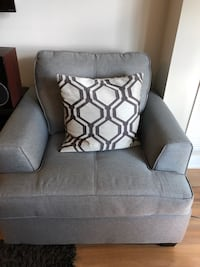 Cushy one seater sofa chair Toronto, M4Y 0A4