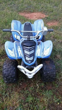 blue and white Yamaha ATV
