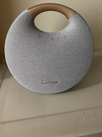 Harmon Kardon Onyx studio 6 Bluetooth speaker.. new condition