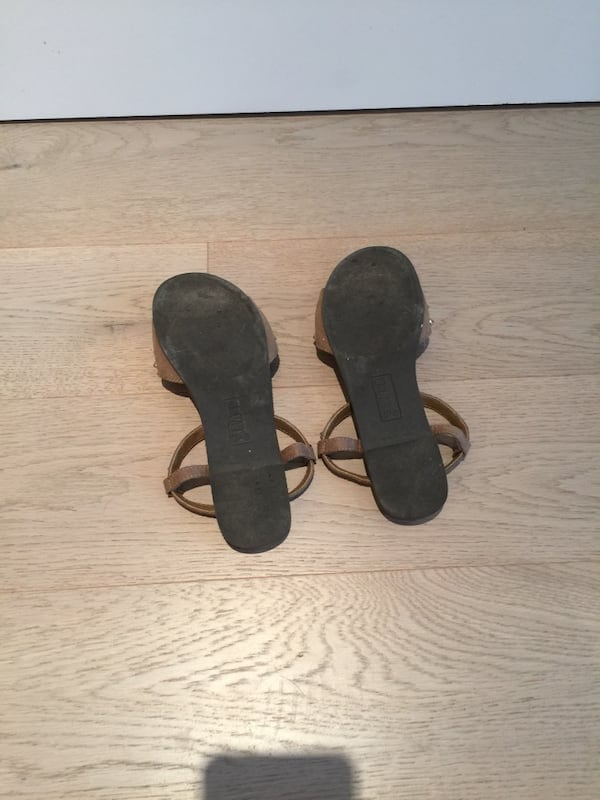 Size 6 gold stud brown suede women's sandals 3