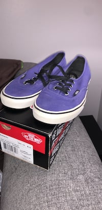 pair of purple Vans low-top sneakers with box Germantown, 20876