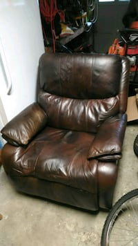 Brown leather recliner  Virginia Beach, 23464