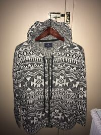 Ladies never worn  hoodie with front zipper and front side pockets size XL
