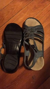 pair of black-and-gray Nike shoes 936 mi