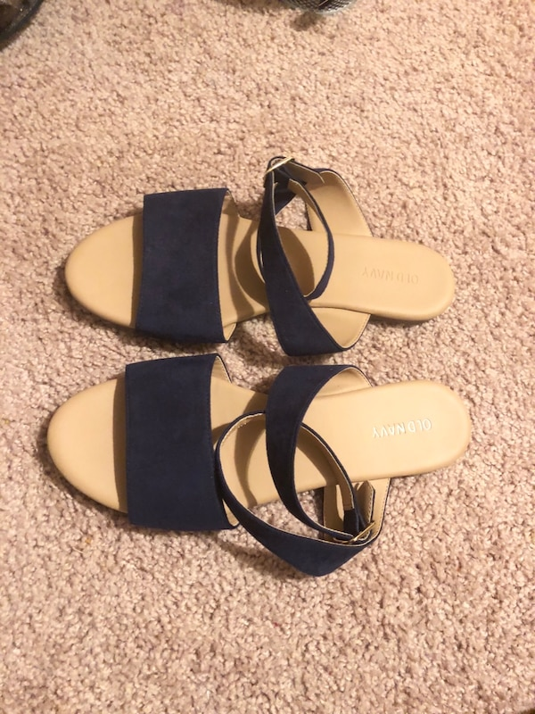 73fbba4e4a7 old navy Navy blue Sandals usagé à vendre à Covington - letgo
