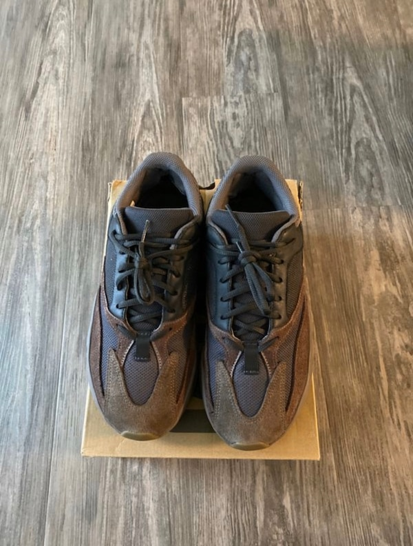 Yezzy 700 size9 7a408c65-58bc-4118-b922-227d3530ce11