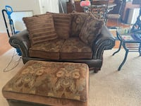 Livingroom set with 3 end tables and some decore