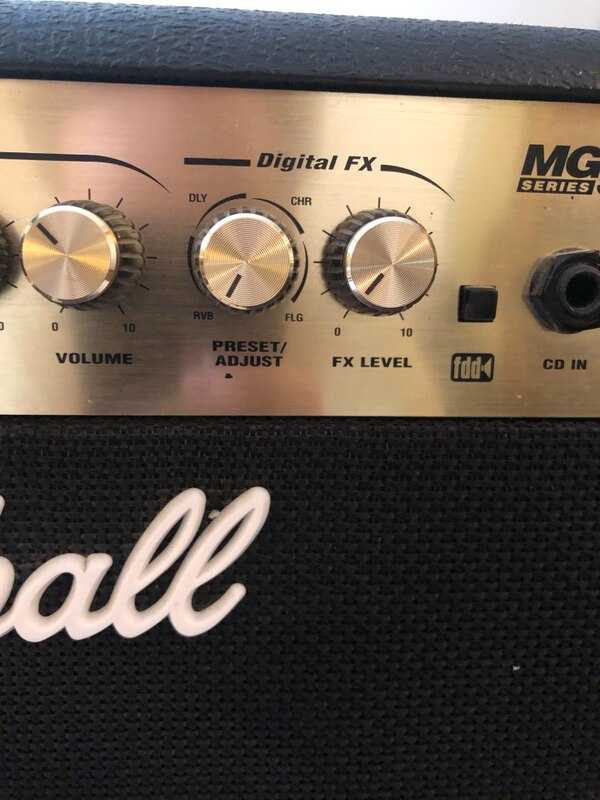 Marshall 30W 1x10 Guitar combo amp with footswitch 77dd8ecf-54ba-4ea3-a422-1f13fd802f22