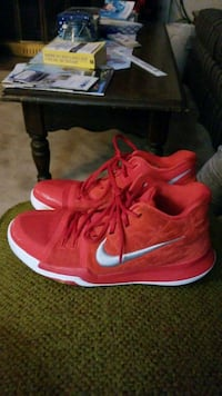 pair of red Nike basketball shoes Fitchburg, 01420