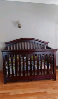 Crib 4-in-1 w/Full size bed frame