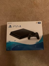 ps4 hardly used less then month old like new Centreville, 20121