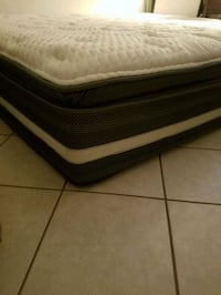 black and white bed mattress Pearl City, 96782