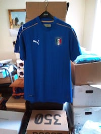 Italy's national soccer jersey (M)  Montréal, H1R 3X5