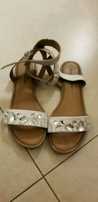 pair of white leather open-toe sandals Hialeah, 33015