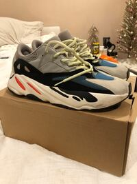Yeezy wave runners Size 11.5  Carmichael, 95608