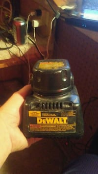 Dewalt DW9116 charger and battery  Edmonton, T5L 4G1