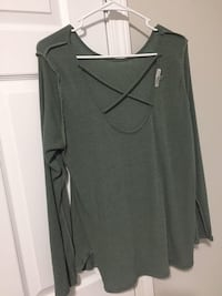 Olive green top  Columbia, 38401