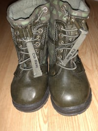 Old Navy size 9c toddler boots  Boston, 02127