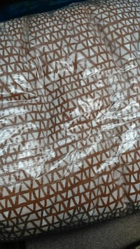 Never Used Queen Size Comforter Nate Berkus $30 London