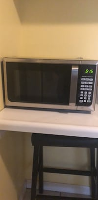 black and gray microwave oven Fort Wayne, 46806