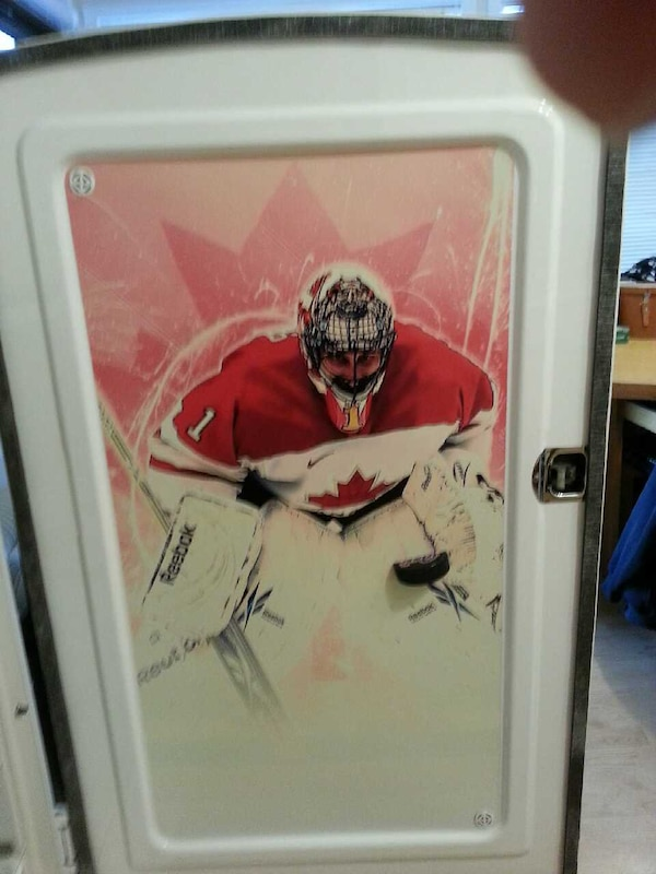 Hockey Fridge 8a2fcc09-256e-40a5-9c72-69a6c6c6526a