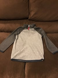 Set of Two Old Navy Boys Fleece Pullovers Size 5T New York, 11361