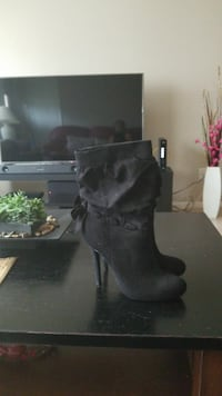 pair of black leather boots Fort Myers, 33907